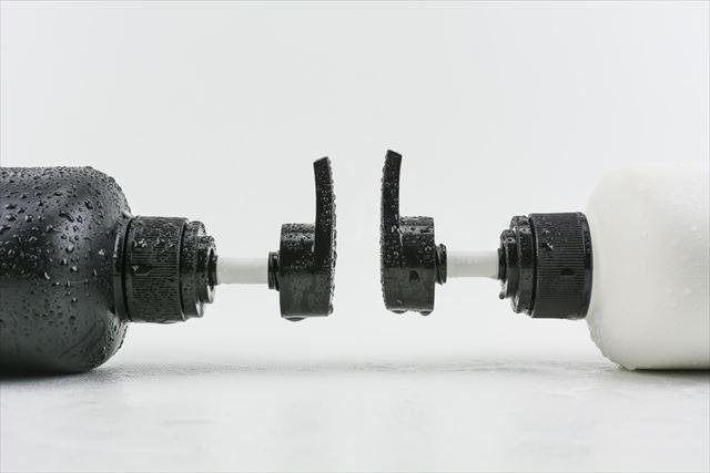 2種類のメンズシャンプーボトルの画像