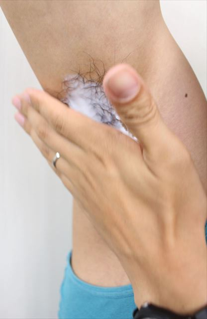 Nullリムーバークリームを使って脇毛除毛する画像8