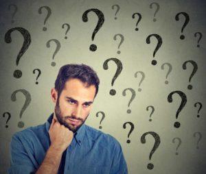 疑問を持つ男性の画像