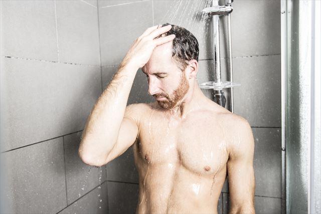 シャンプーする男性の画像3