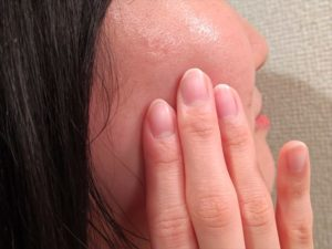 バルクオム乳液で保湿された頬の画像